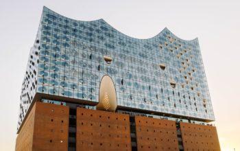 seitliche Ansicht der Hamburger Elbphilharmonie
