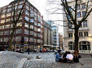 Aufnahme des Gerhart-Hauptmann-Platzes am Thalia Theater in Hamburg