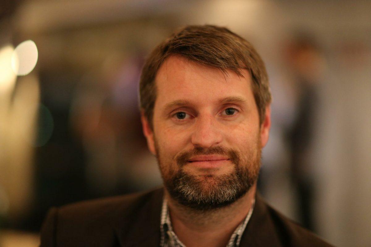 Portraitfoto des Grünen Bürgerschaftsabgeordneten Dominik Lorenzen