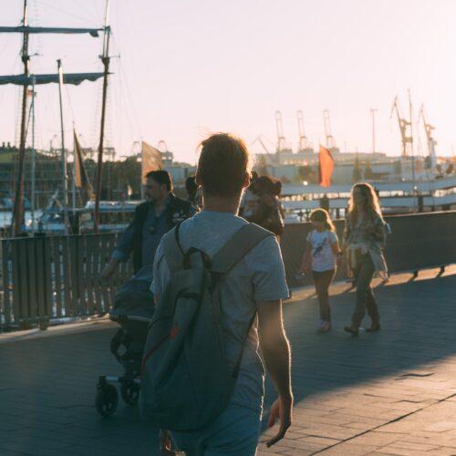 Menschen an den Landungsbrücken
